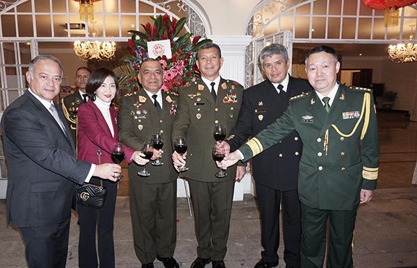 ANIVERSARIO DE LAS FUERZAS ARMADAS CHINAS
